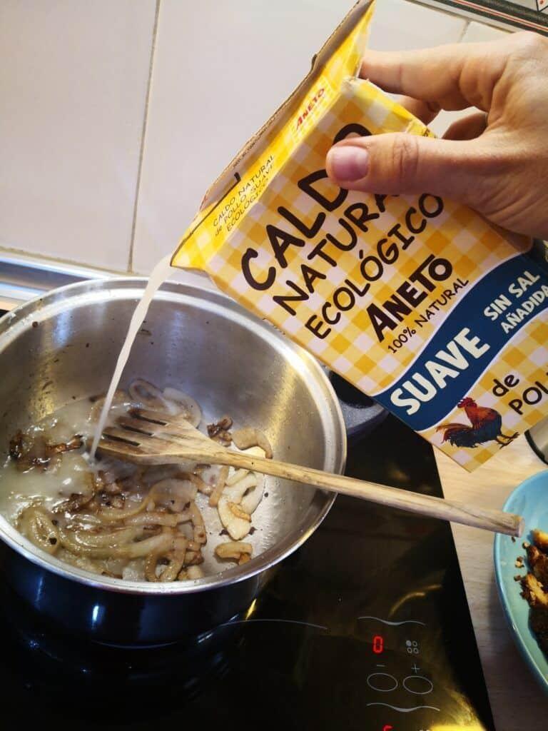 receta albóndigas en salsa de almendras caldo aneto